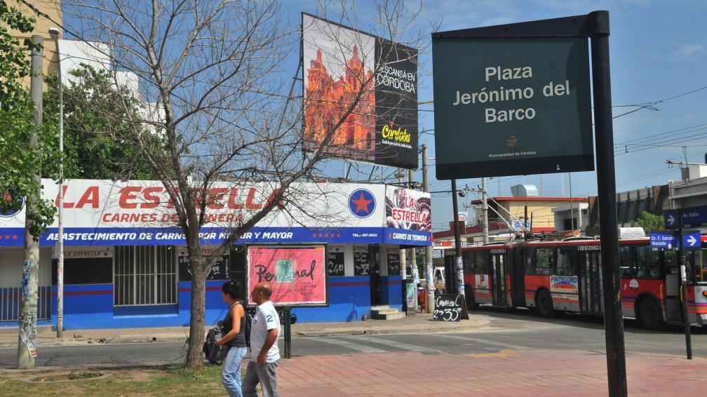 Golpe. Una banda armada con pistolas asaltó esta carnicería y, frente a clientes, se llevó 50 mil pesos (Raimundo Viñuelas/La Voz).