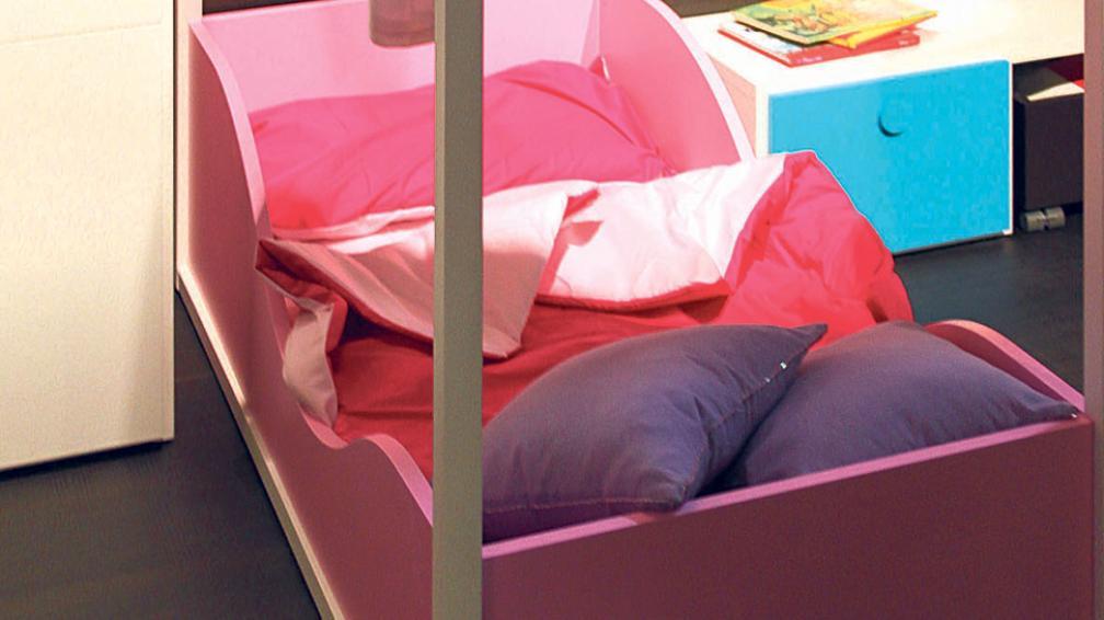 Para las niñas, un diseño muy femenino y original de cama con dosel. La creatividad marca la diferencia (Roger Berta).