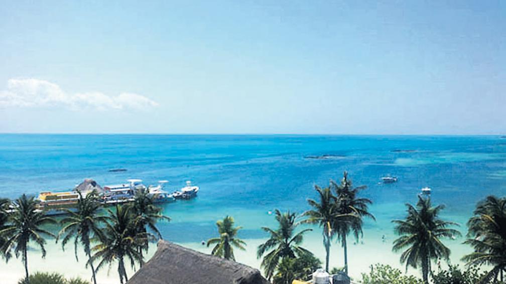 Panorámica que permite admirar los increíbles colores del Caribe mejicano.