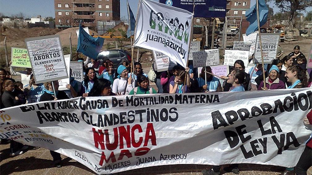 ABORTO. Una marcha acompañó la presentación en Tribunales II (Hugo Allende/LaVoz).