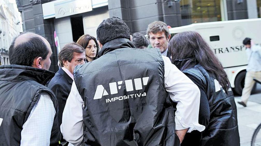 """Controles. En Buenos Aires, los operativos de Afip contra """"arbolitos"""" no se detienen el fin de semana (Clarin.com)."""