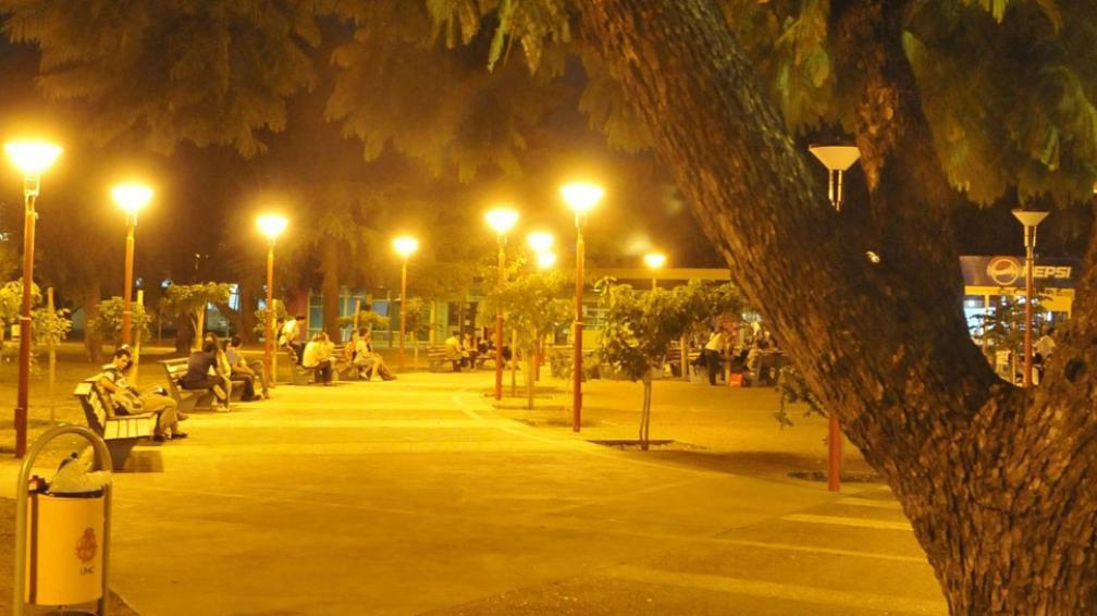 """Plaza. Una de las cinco nuevas, cerca de aulas """"A"""" (Martín Baez / La Voz)."""