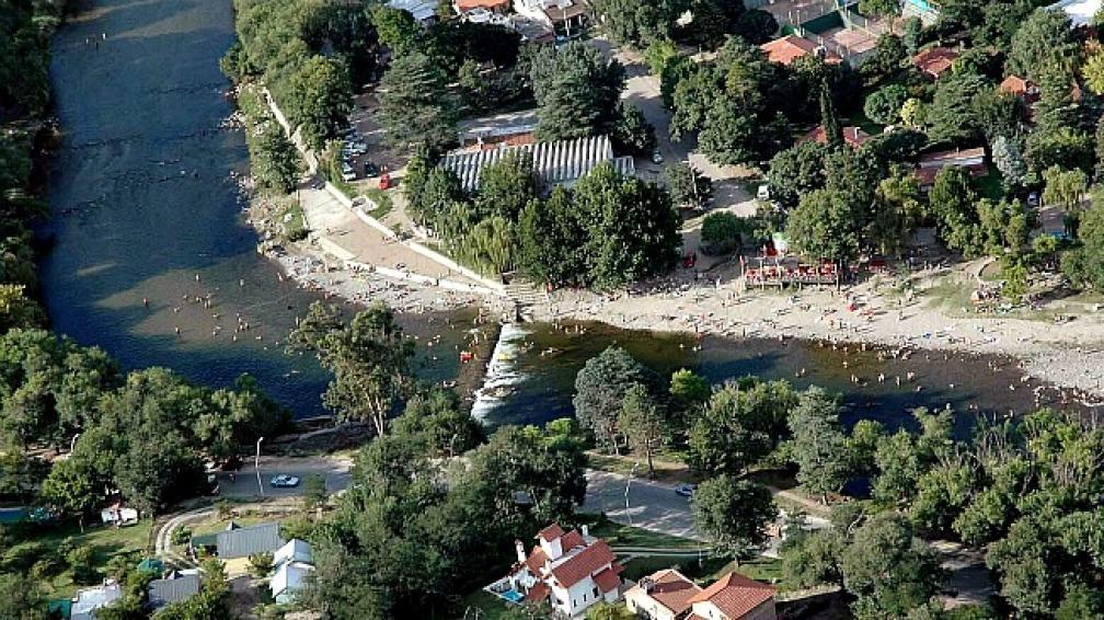 Las cuencas hídricas cumplen múltiples funciones: hidrológicas, ecológicas,ambientales y socioeconómicas.