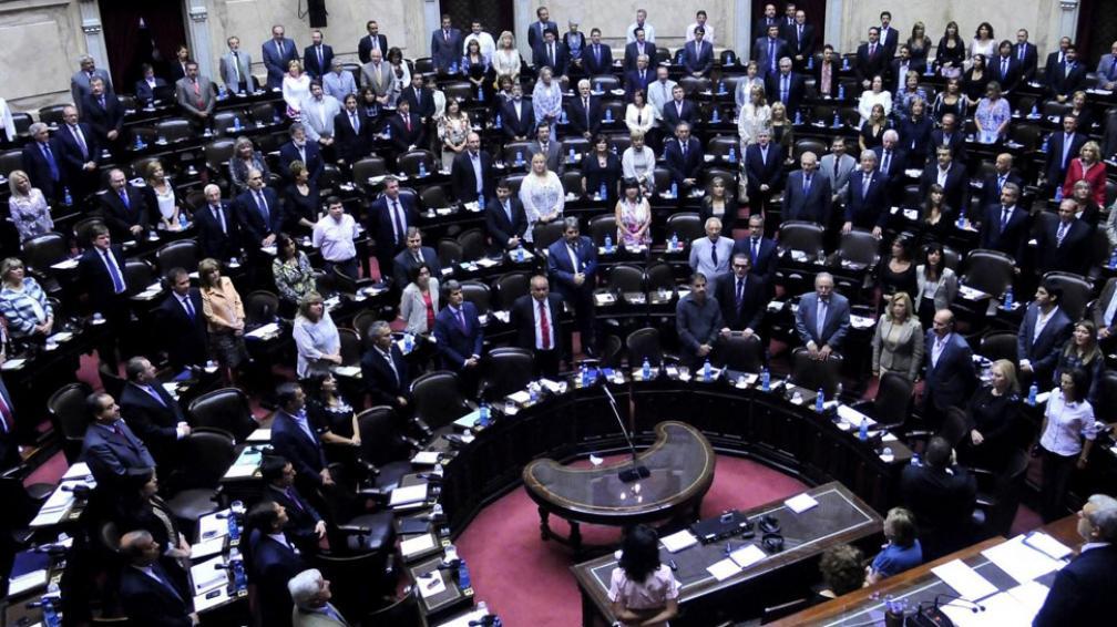 Maratón de discursos. Diputados sesiona hoy y mañana para tratar la nacionalización de YPF. Hablarán casi todos (DYN).