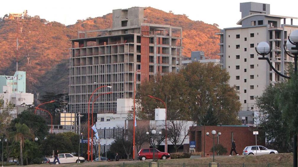 CARLOS PAZ. En concreto, se modificará el artículo 10 del Código de Edificación y sólo se permitirá construir edificios de planta baja y tres pisos (LaVoz).