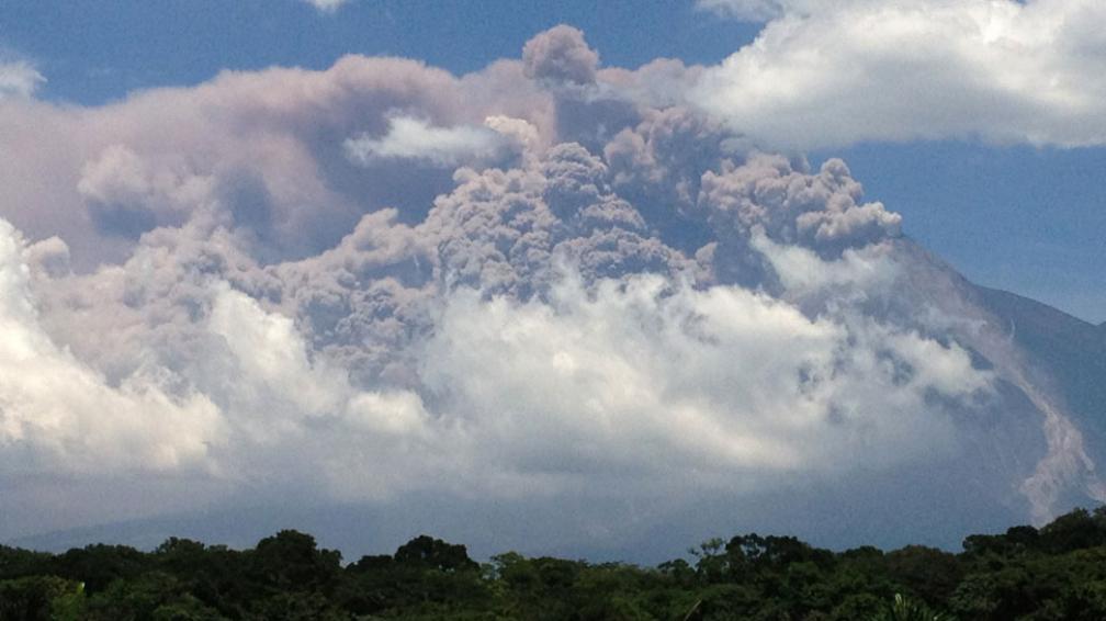 ERUPCIÓN. Del volcán en el departamento de Chimaltenango (AP).