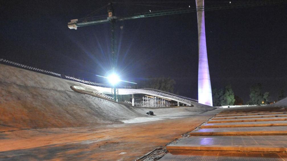 La historia bien custodiada. A metros del Faro del Bicentenario, avanza la obra del Archivo Histórico (La Voz / Sergio Cejas).