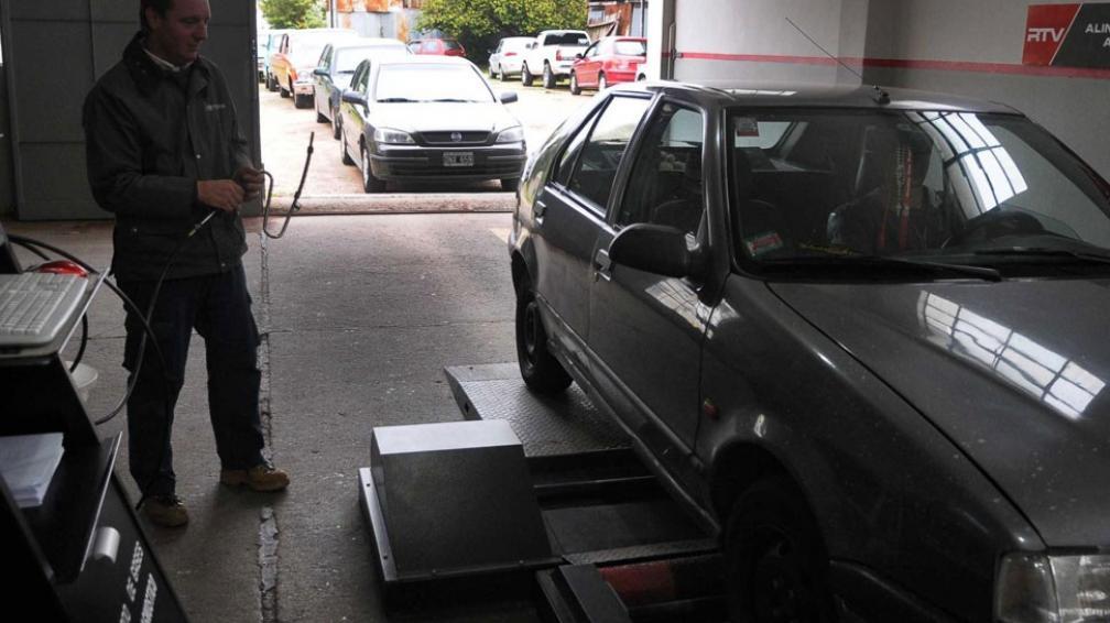 Marche al taller. En los últimos días, hay colas en los tres sitios habilitados en Río Cuarto para hacer la inspección técnica vehicular (LaVoz).