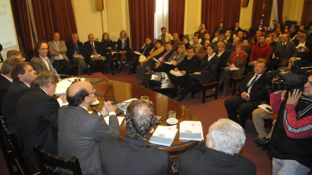 LEGISLATURA UNICAMERAL. La presentación de González y Giordano (La Voz/P. Castillo).