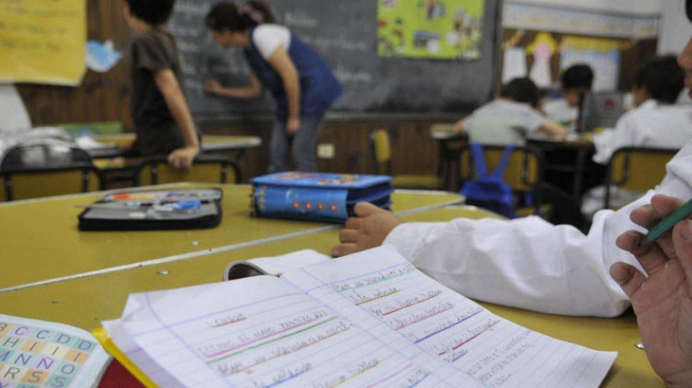 En mayúscula. Por tener trazos más sencillos, la Provincia sugiere que en primer grado se enseñe a escribir sólo en imprenta mayúscula (José Gabriel Hernández/LaVoz).
