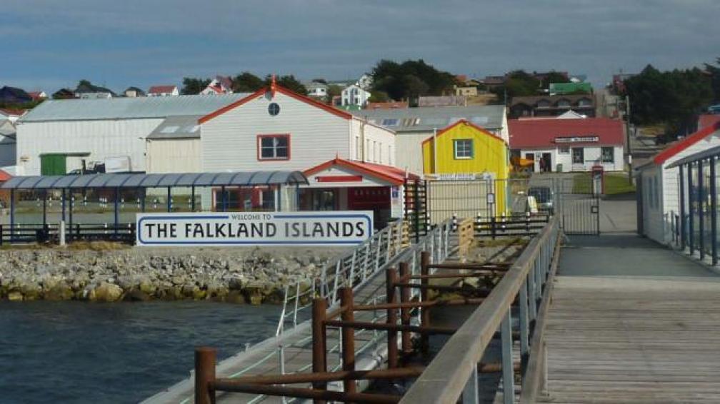 La rada de Puerto Argentino (Stanley), símbolo de la calma que caracteriza la vida en las Islas (AP).