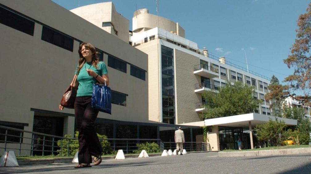Parque Vélez Sársfield. En este barrio estarán las aulas y laboratorios de la nueva facultad de medicina (Antonio Carrizo/Archivo).