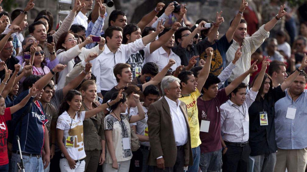 Impulso juvenil. López Obrador, quien libró la batalla electoral en 2006, gana espacio en universidades (AP).