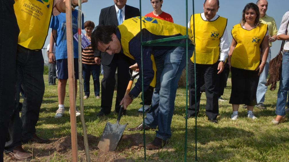 A plantar. Mestre presentó un plan ambiental que pone el foco en el control y en la forestación (La Voz/Archivo).