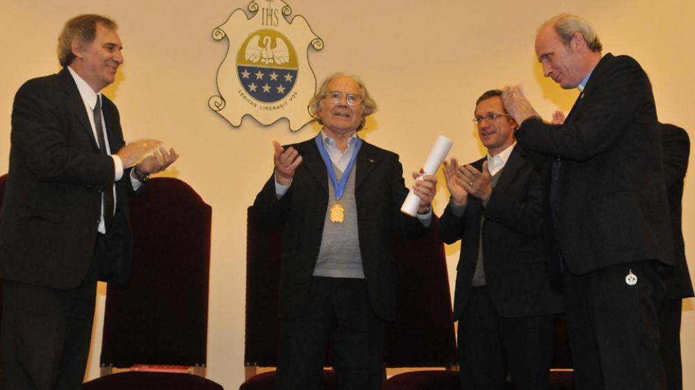 Distinción. Pérez Esquivel fue galardonado ayer como doctor Honoris Causa en la Católica (Facundo Luque/LaVoz).