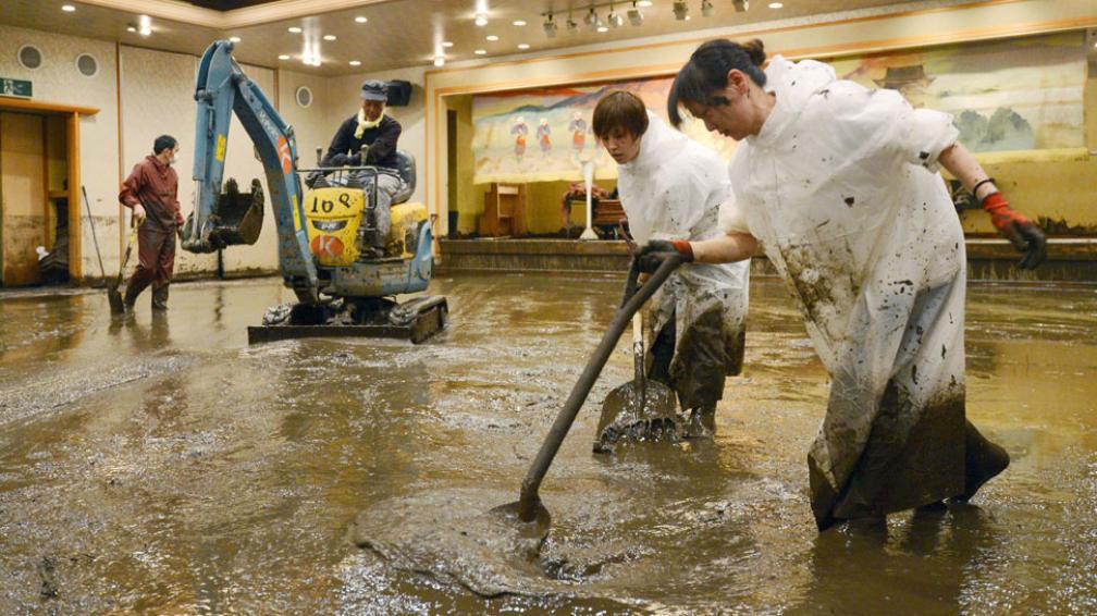 EN JAPÓN. Hay más de 3.000 personas incomunicadas por el temporal (AP).