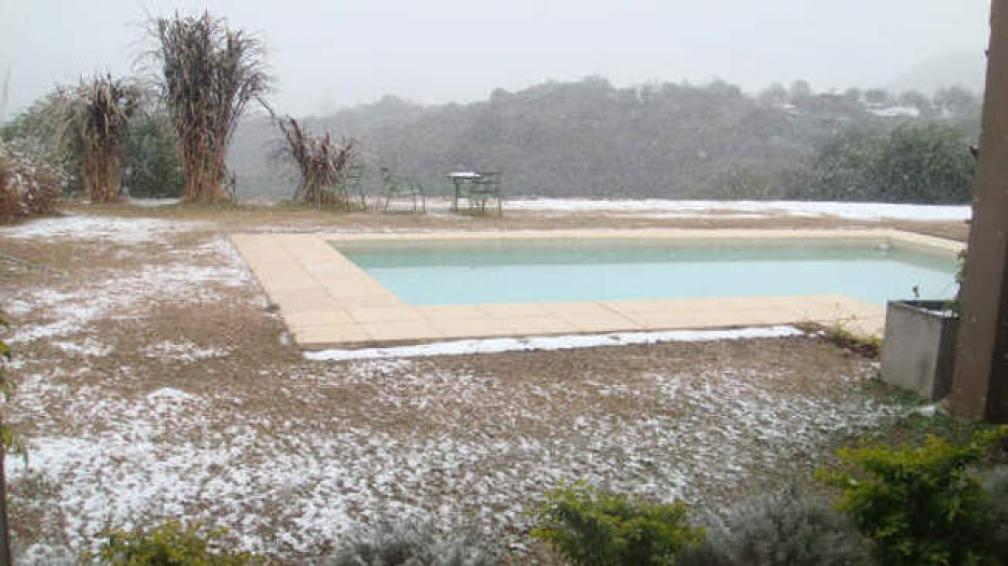 LA CUMBRECITA. Amaneció nevada (Turismo La Cumbrecita).