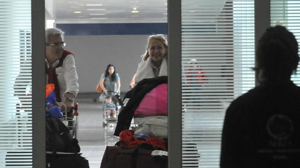 Atractivo. Pese a los límites, la gente viaja y vuelve con las valijas repletas de compras (Raimundo Viñuelas / La Voz).