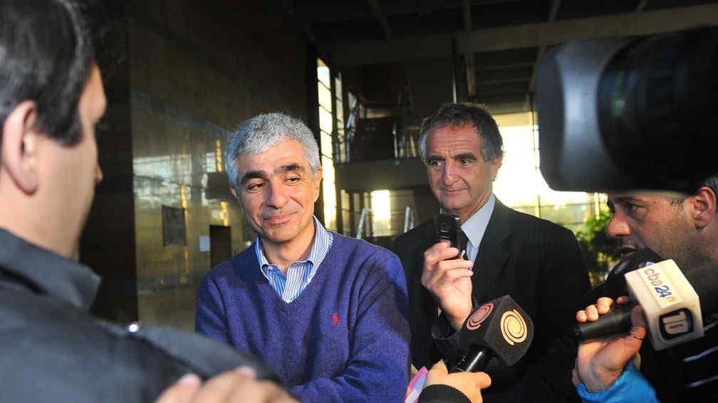 Distendido. Pese a la extensa indagatoria, Rodrigo, acompañado por su abogado Palacio Laje, se mostró tranquilo y hasta sonrió (Sergio Cejas/La Voz).