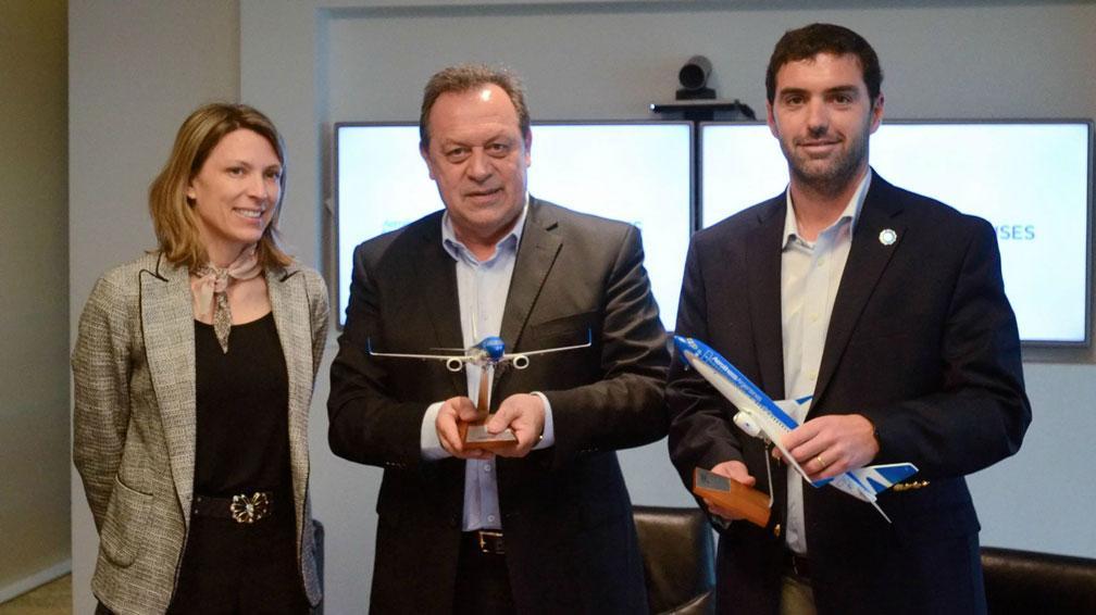 RUBRICA DEL ACUERDO. Entre Aerolíneas Argentinas, el Ministerio de Turismo de la Nación  y la Anses (Foto Anses).