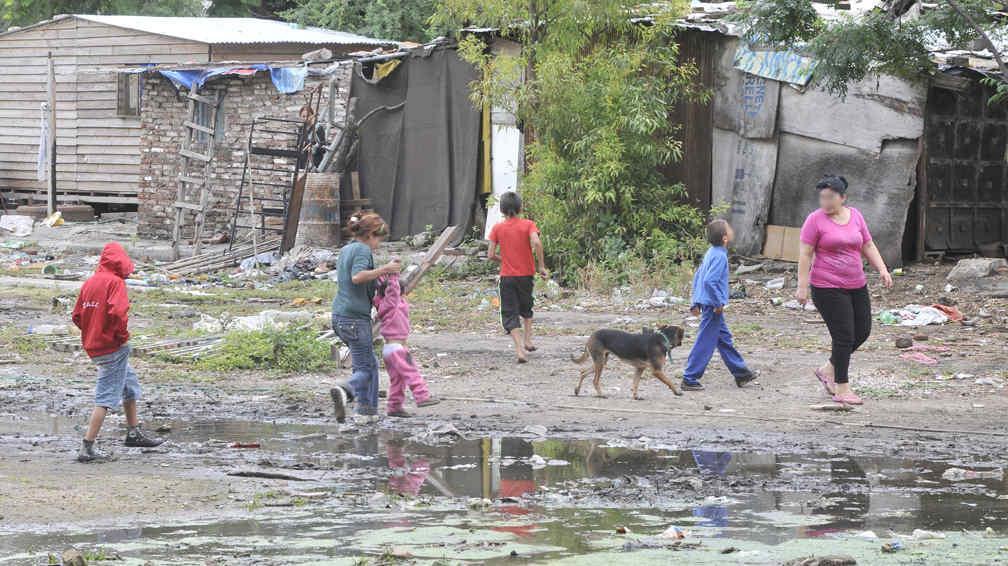 la pobreza Sabemos que la búsqueda de las soluciones para la pobreza en el mundo hace que muchas personas se planteen qué consecuencias podría tener para el nivel de vida de las personas de los países ricos.