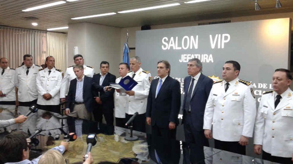 Asumieron los nuevos jefes de la polic a y su rez se fue for Nombre del ministro de interior y policia