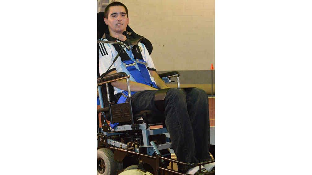 Powerchair Football. Agustín practica fútbol en silla de ruedas moto-rizadas (La Voz / Raimundo Viñuelas).
