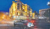 Frente al Parque Central, ombligo de la ciudad, el hotel Iberostar.
