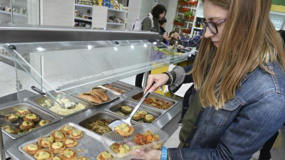 Comida hecha. En Ma Market venden productos veganos para preparar comidas y también menús ya listos. Abrió este mes. (Ramiro Pereyra)