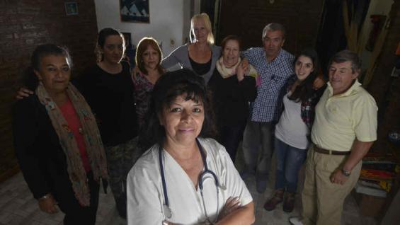 Juntos, hacia el noroeste. Los primeros sábados de cada mes, los profesionales y voluntarios de Una Gota de Salud llevan ayuda al noroeste de la provincia (La Voz/(José Gabriel Hernández).