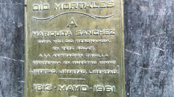Florida al 200. La placa recuerda la casa de Mariquita Sánchez de Thompson.