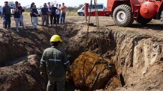 CHACO. El meteorito hallado pesa unas 30 toneladas (Télam).