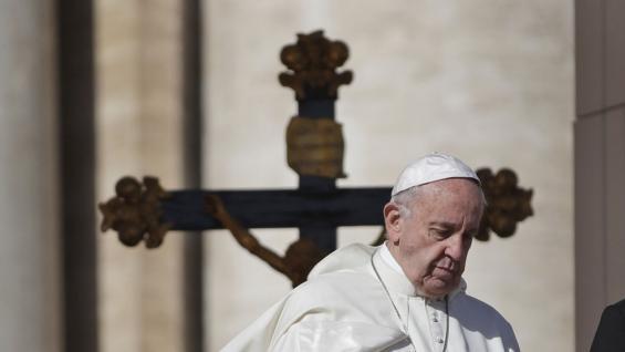 Vaticano prohíbe esparcir y conservar en la casa cenizas de los muertos
