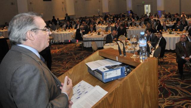 Convocatoria. El presidente de la Bolsa, Horacio Parga, habla ante casi 300 empresarios, políticos y funcionarios que quisieron conocer el balance (Pedro Castillo/LaVoz).