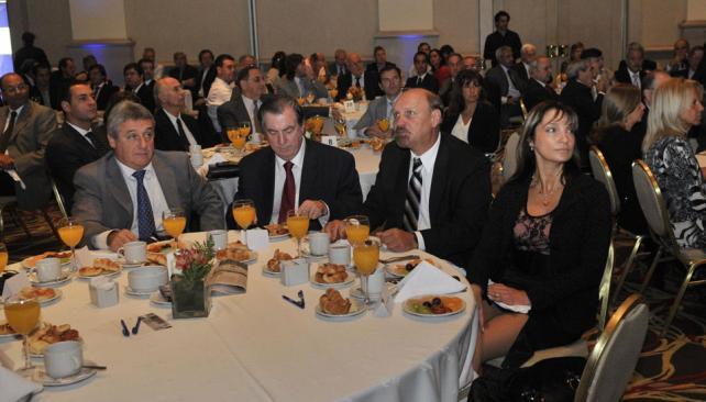 Ronda de ministros. Elettore (Finanzas), el empresario Carlos Escalera, Lawson (Industria) y Mónica Zornberg (Administración) (Pedro Castillo/LaVoz).