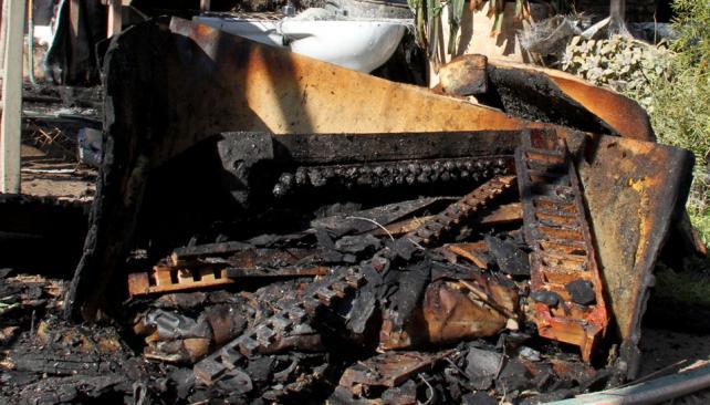 Restos. Carcasa del acordeón quemado. Nada se puede recuperar (LaVoz).