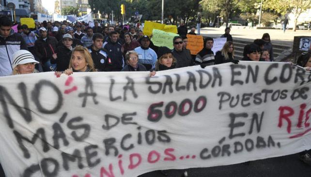 Protesta. Comerciantes de barrios aledaños a Forja protestaron frente a la Municipalidad por La Salada (Pedro Castillo/LaVoz).