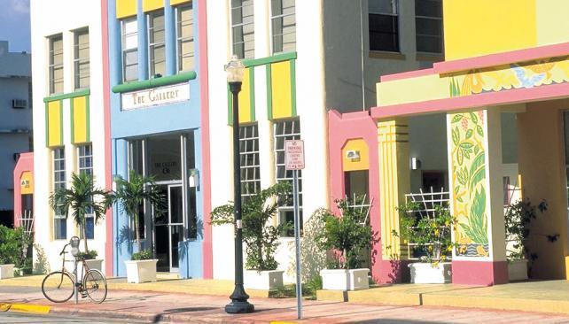 Los colores pastel y la típica arquitectura Art Decó que caracterizan a esa zona de Miami. En este caso, Ocean Five Hotel.