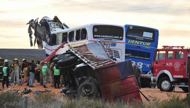 ACCIDENTE. El diario Jornada de Chubut publica una imagen de la tragedia (Télam).