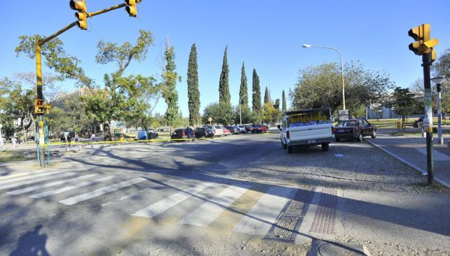 ACCIDENTE. A metros de la Facultad de Lenguas (Sergio Cejas/La Voz).