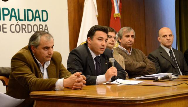 OPERATIVO. Funcionarios municipales durante la presentación (Prensa Municipalidad de Córdoba).