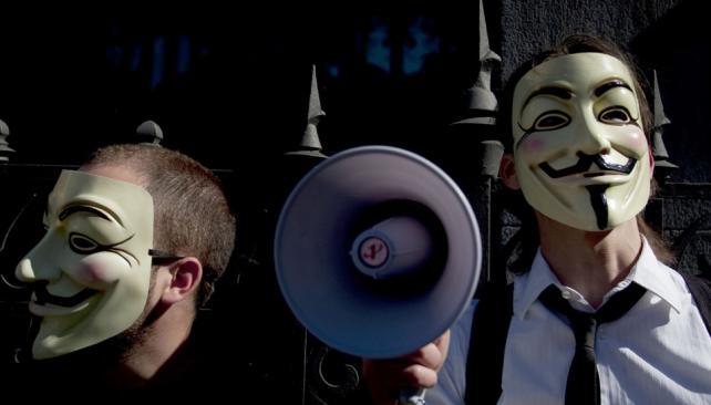 ANONYMOUS. Hackeó sitios de Gran Bretaña y Suecia (AP/Archivo).