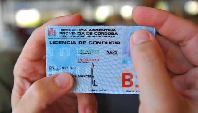 CARNÉ DE CONDUCIR. Ya no se podrá obtener la licencia en el interior para usarlo en Capital (Archivo).