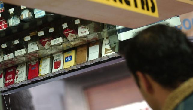 PARA ARRIBA.  La compañía Nobleza Piccardo se suma al aumento de precios aplicado por su rival en el mercado tabacalero, Massalin Particulares (José Gabriel Hernández/Archivo).