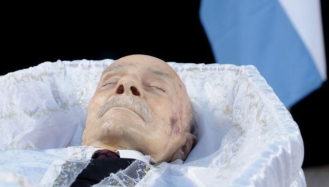 Una multitud le dio el ltimo adi s al escritor ernesto for Cementerio jardin de paz buenos aires