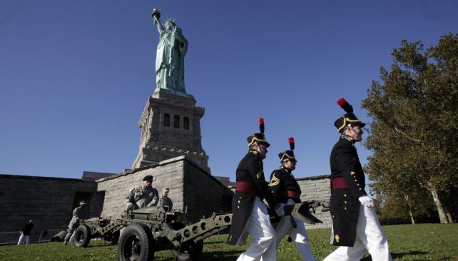 Evacuaron la estatua de la libertad la voz del interior for Interior estatua de la libertad