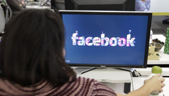 FACEBOOK. La red social agrega más de 60 aplicaciones para que los usuarios puedan compartir más contenido (Archivo / AP).