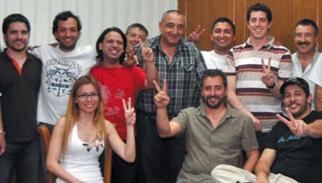 Joven K. Gabriela Estévez junto a Fresneda y miembros de La Cámpora y La Jauretche, en una reunión de jóvenes militantes en la sede de Luz y Fuerza, en septiembre pasado (Revista Electrum).