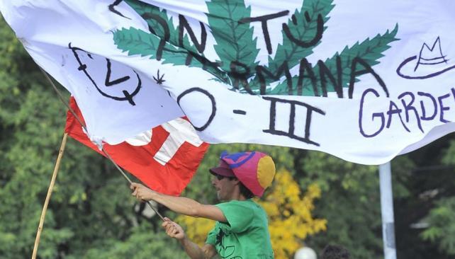 Movilización. El 5 de mayo, una nutrida convocatoria en la Plaza de la Intendencia de Córdoba pidió la despenalización de la marihuana (Sergio Cejas/Archivo).