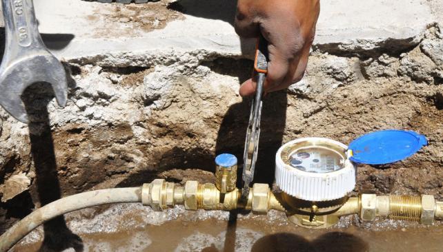 Previsión. En 2012, Aguas Cordobesas instalará 22 mil medidores, de los 70 mil del plan trianual (Ramiro Pereyra/LaVoz).